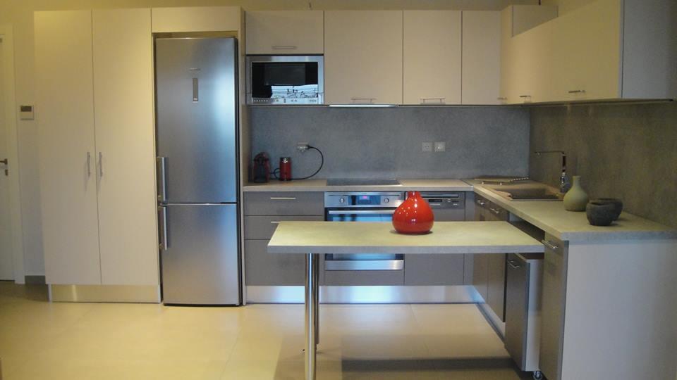 Μοντέρνα ανακαίνιση και σύνθεση κουζίνας