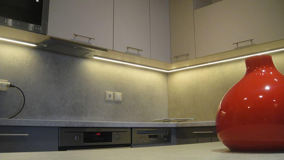 Μοντέρνα κουζίνα και σύνθεση σε inox