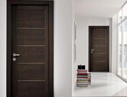 Εσωτερική πόρτα σπιτιού σε χρώμα wenge