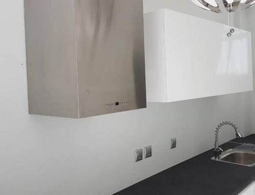 Minimal κουζίνα σε επαγγελματικό χώρο